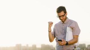 Professional-Entrepreneur-on-the-phone